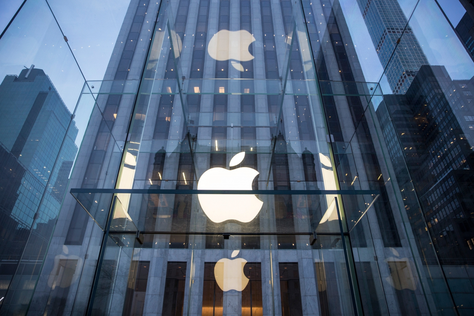 Major scandal rocks Queensland Apple store