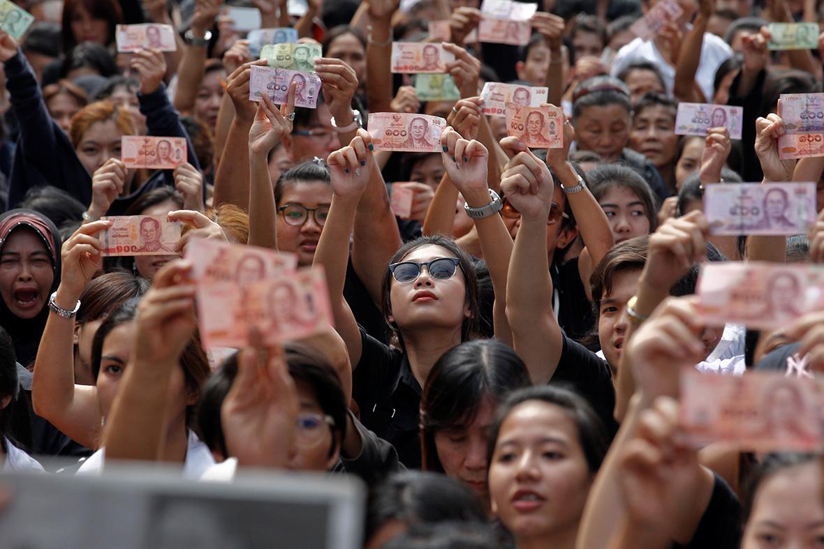 Bhumibol Adulyadej cenaze ile ilgili görsel sonucu