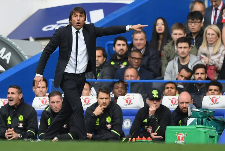Antonio Conte on the Chelsea bench