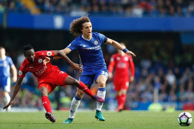 David Luiz wins the ball
