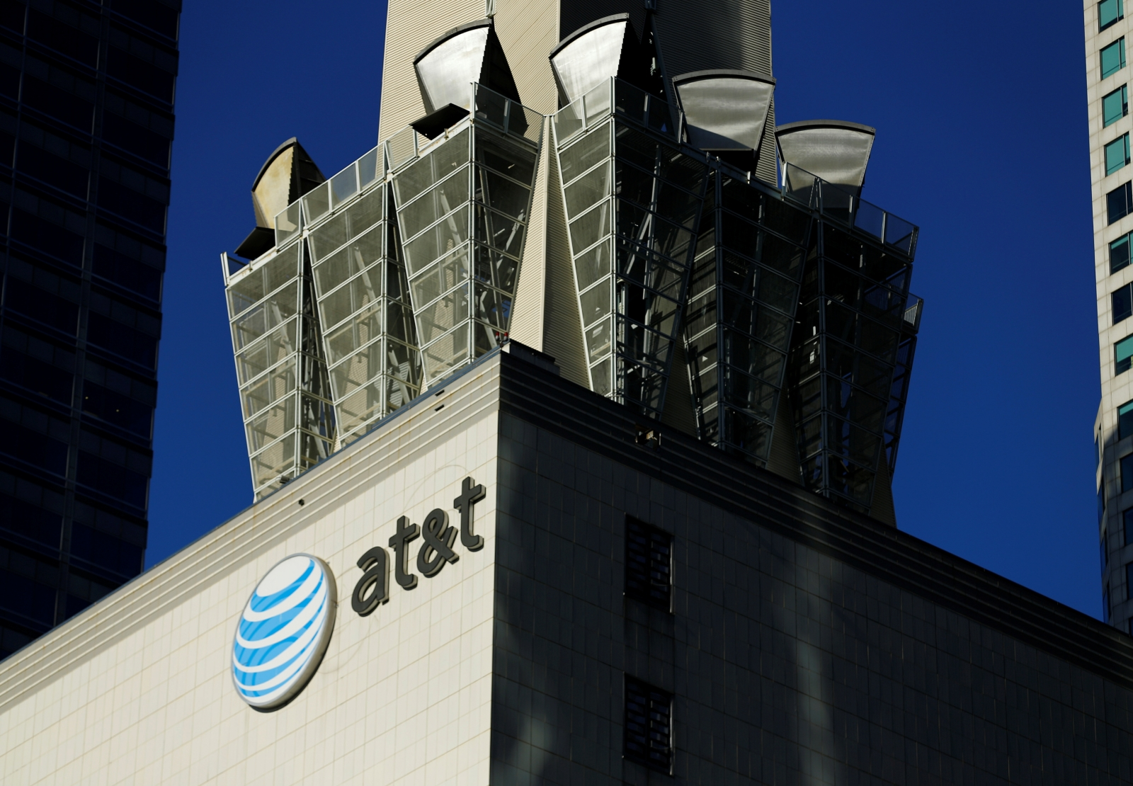 U.S.  files suit to block US$85b AT&T-Time Warner merger