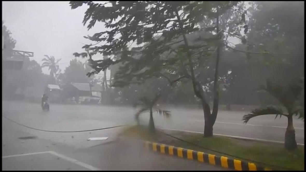 Super Typhoon Haima hits the Philippines