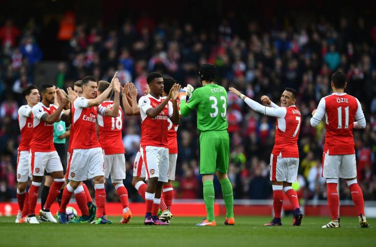 Arsenal players before kick-off