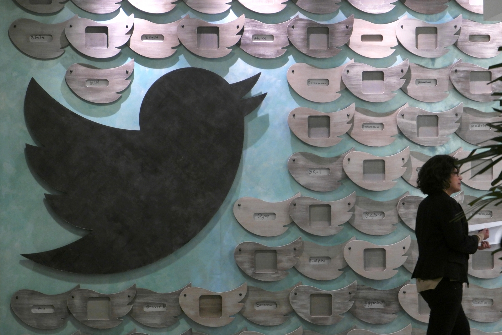 Twitter might cut 300 jobs