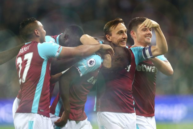 Edmilson Fernandes celebrates his goal