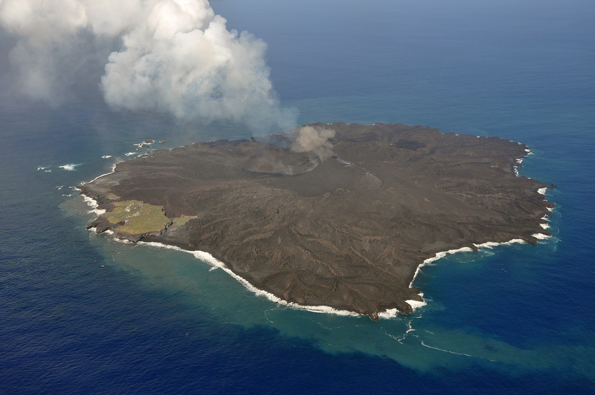 Japan: People set foot on Nishinoshima, new Pacific island ...