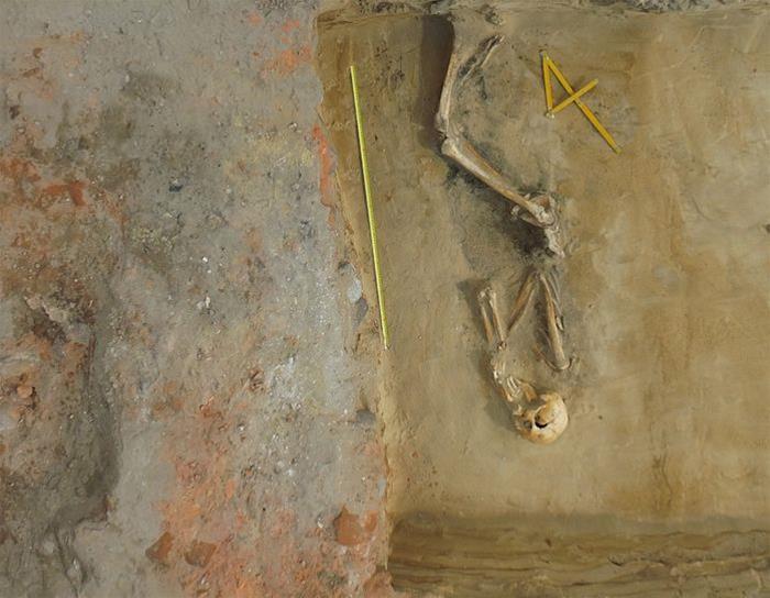 Body found in mass grave