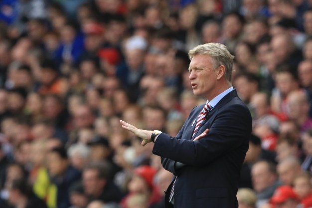 David Moyes issues instructions to his side