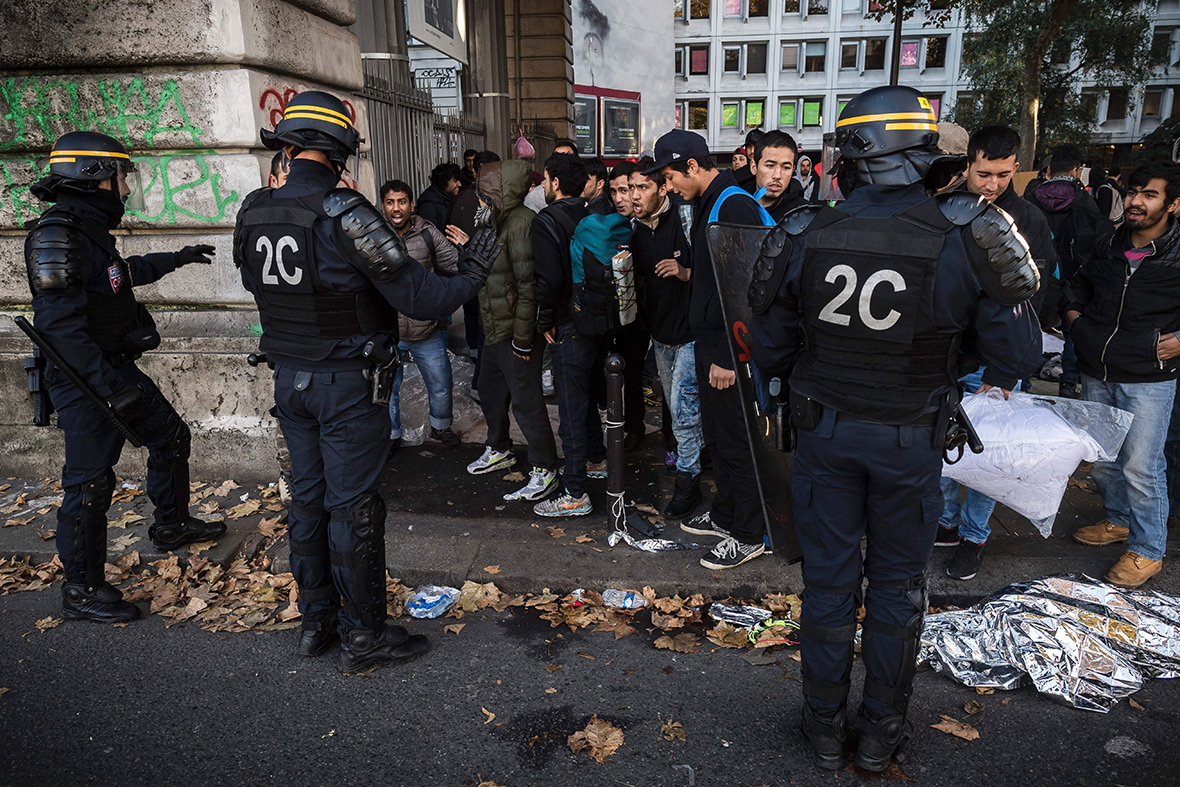 Paris migrants refugees