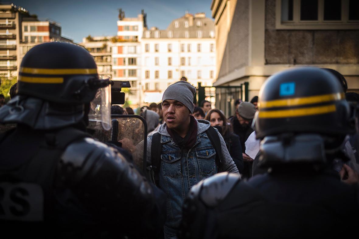 Paris migrants refugees
