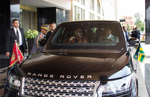 Range Rover Sport >> Rwanda's leader Paul Kagame pictured driving Morocco's King to airport