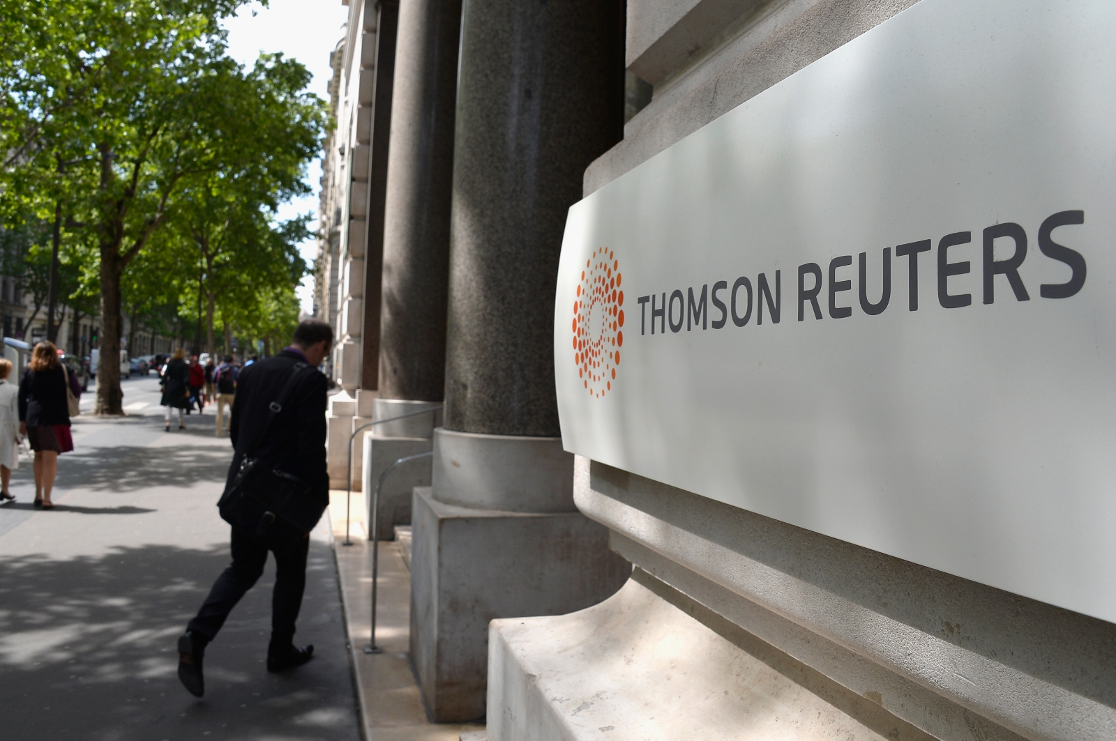 Thomson Reuters to cut 2,000 jobs