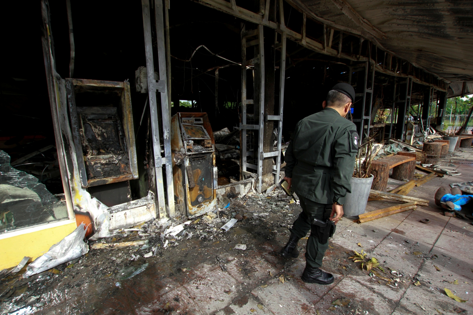 Thailand bomb and gun attacks