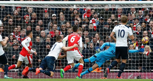 Arsenal take the lead against Spurs