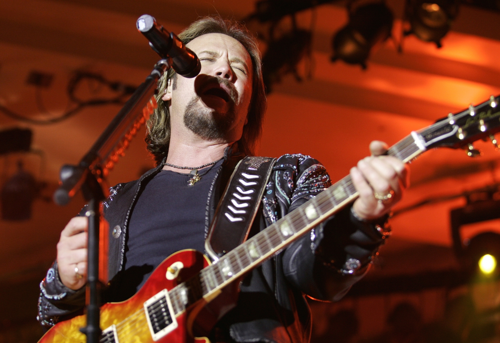 Travis tritt called racist for criticising beyonce s cmas 2016