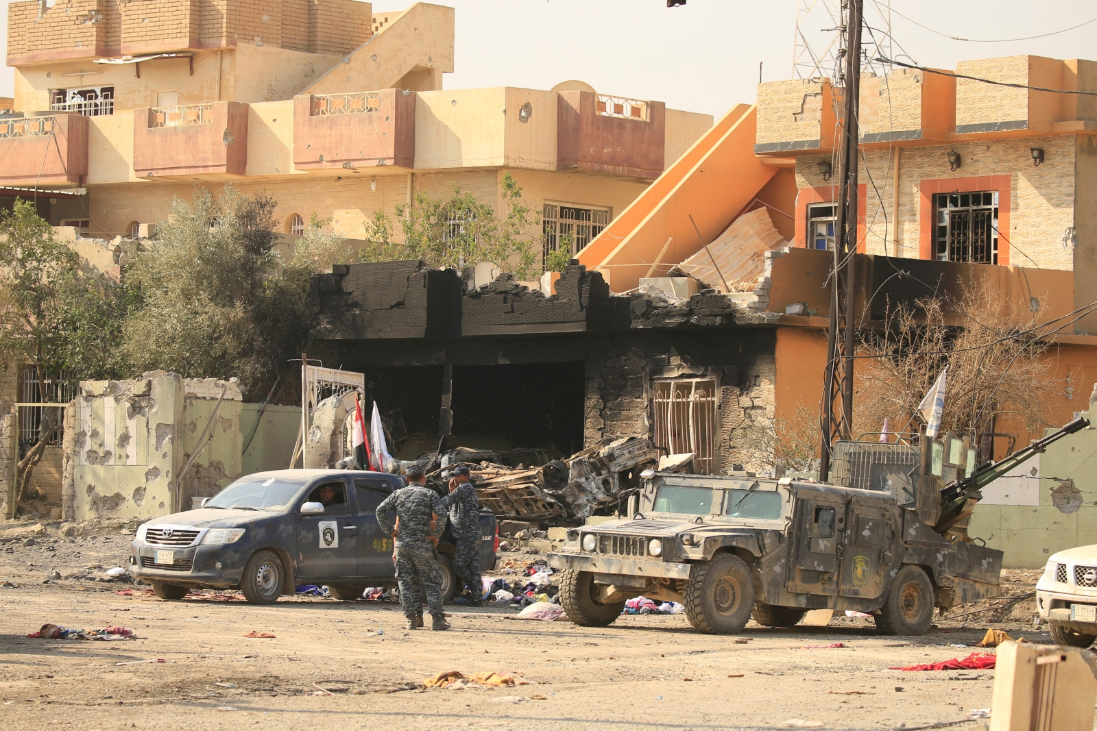 Iraqi Kurdish forces advance into Islamic State-held t