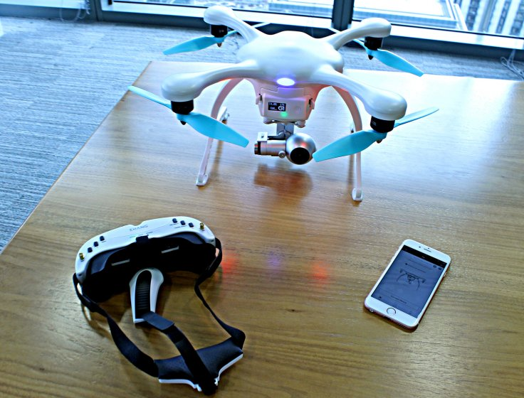 Ehang Ghostdrone 2.0, VR goggles and smartphone