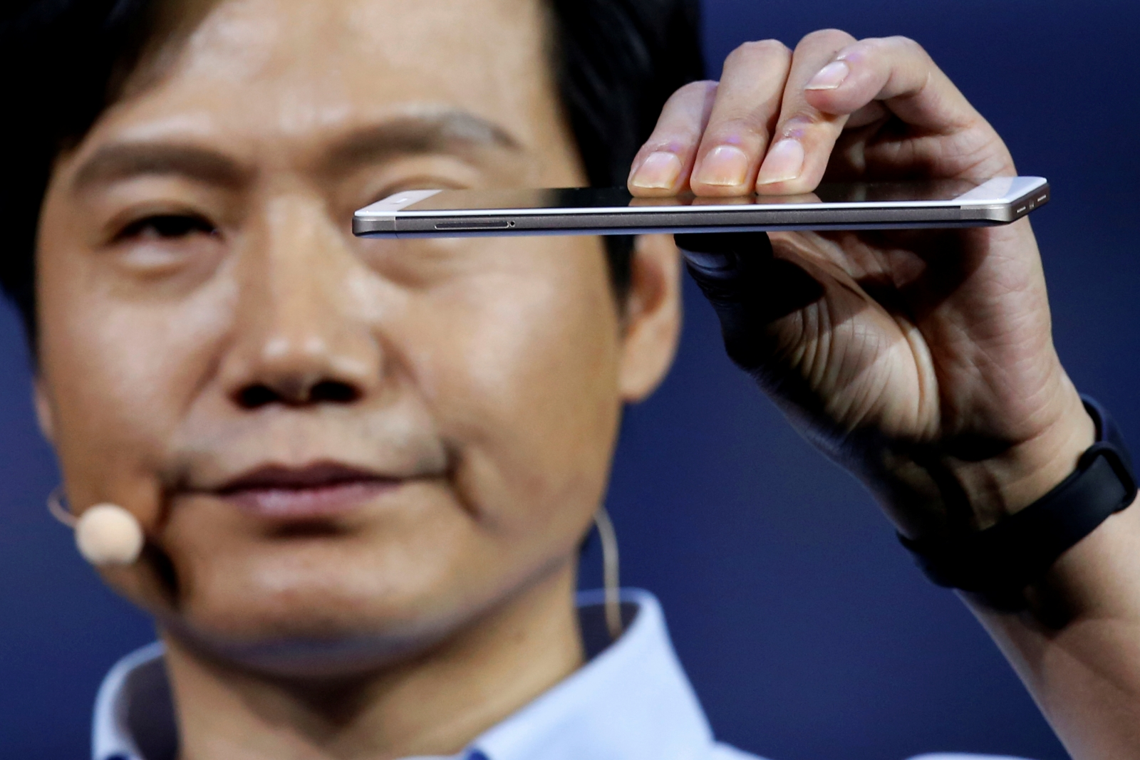 Who are the biggest Chinese smartphone makers?
