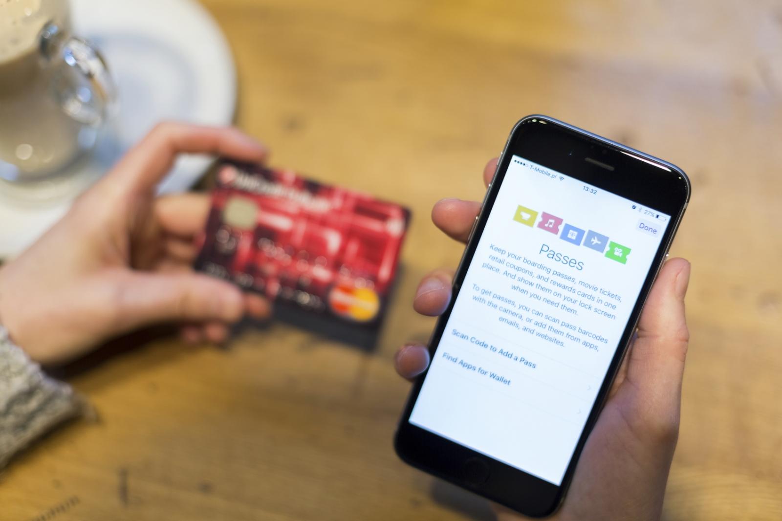 Entering sensitive data on a smartphone screen