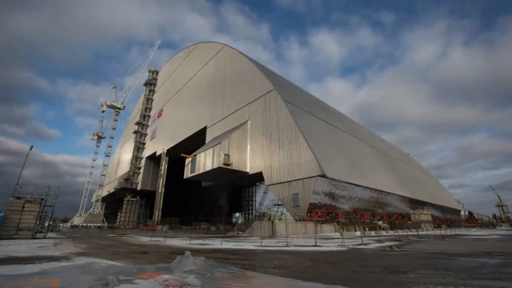 Giant Shield Over Chernobyl Reactor Moving Into Place