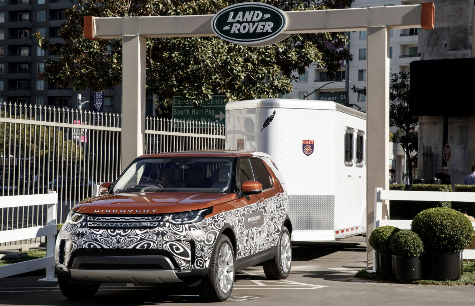 Land Rover Discovery Advanced Tow Assist
