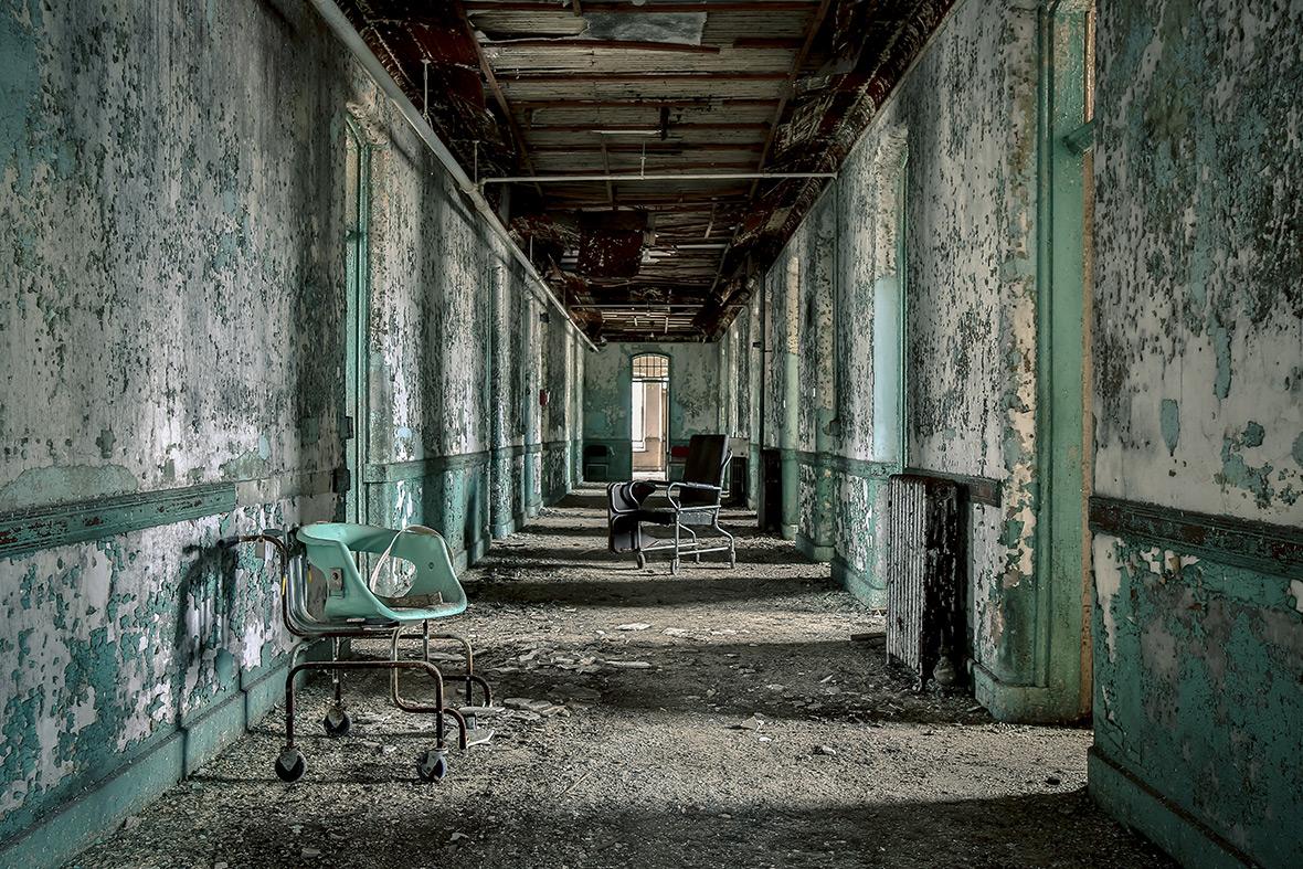 Abandoned Asylums by Matt van der Velde: Eerie photos of ...