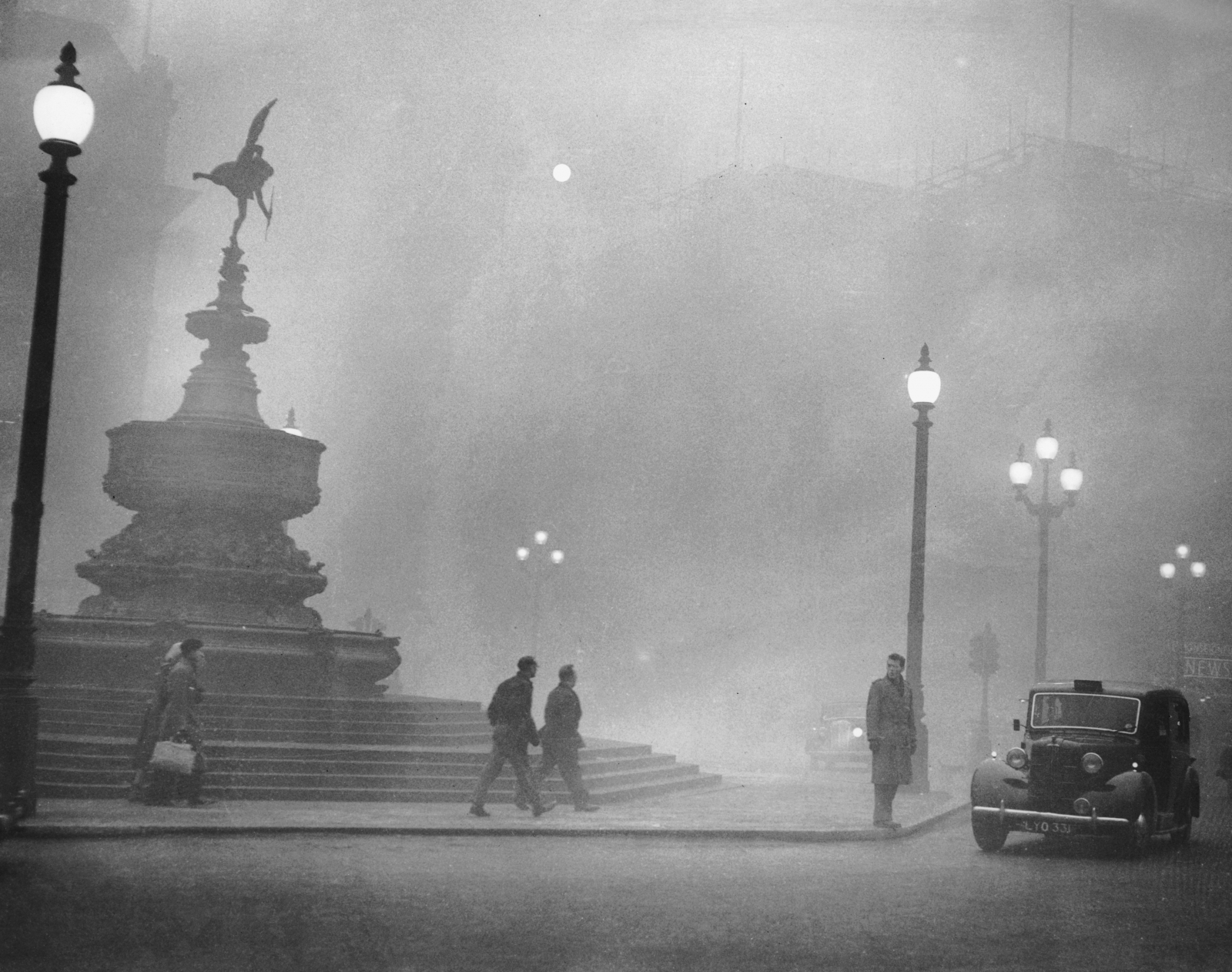 Piccadilly Circus in deadly London fog, 1952