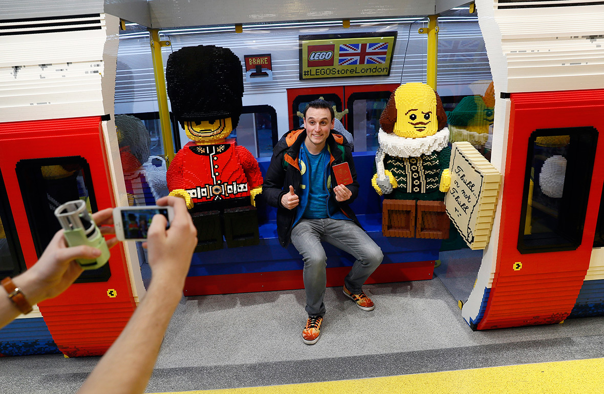 World 39 s biggest lego store has just opened in leicester square london - Boutique lego londres ...