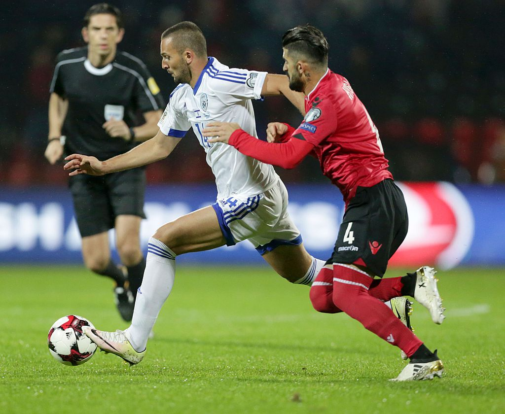 Albania's Elseid Hysaj (R) vies with Israel's Ben Sahar during the 2018 World Cup group G qualifying football match between Albania and Israel, in Elbasan on November 12, 2016.