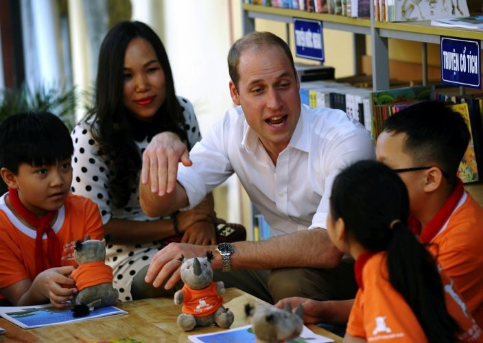 William talks to kids in Hanoi