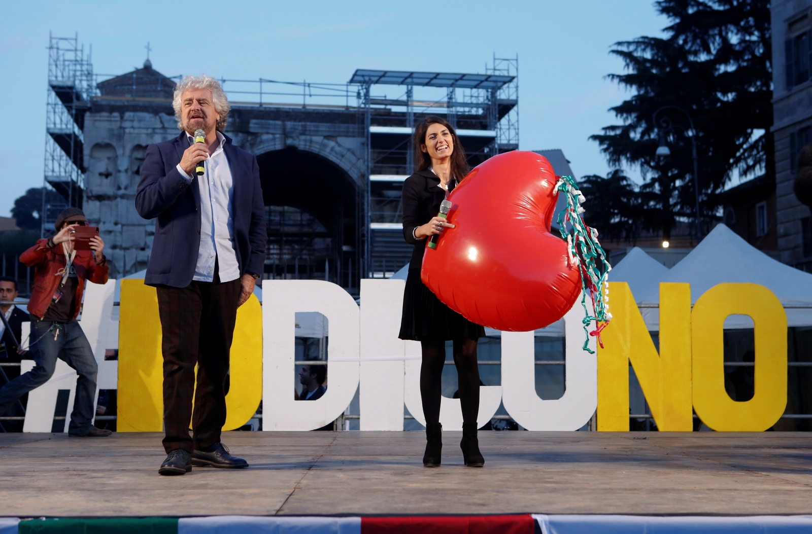 Beppe Grillo campaigns for No vote