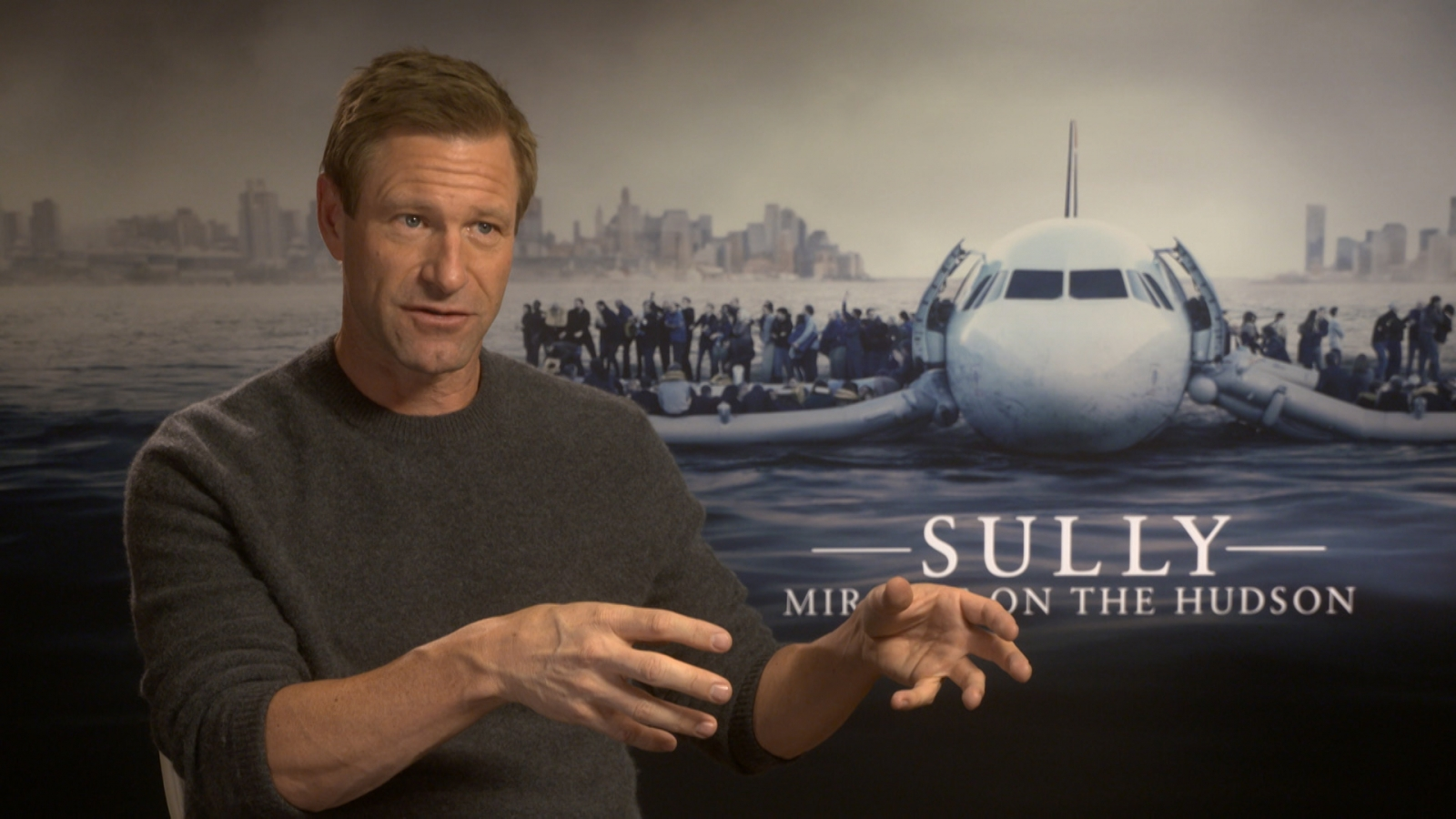 Aaron Eckhart on 'fanboying' over Tom Hanks and filming the water landing in Sully