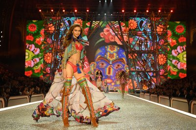 Victorias Secret fashion show 2016 Paris