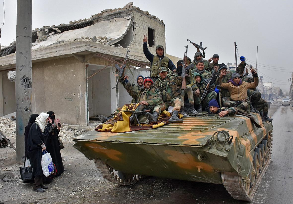 Aleppo civilans flee