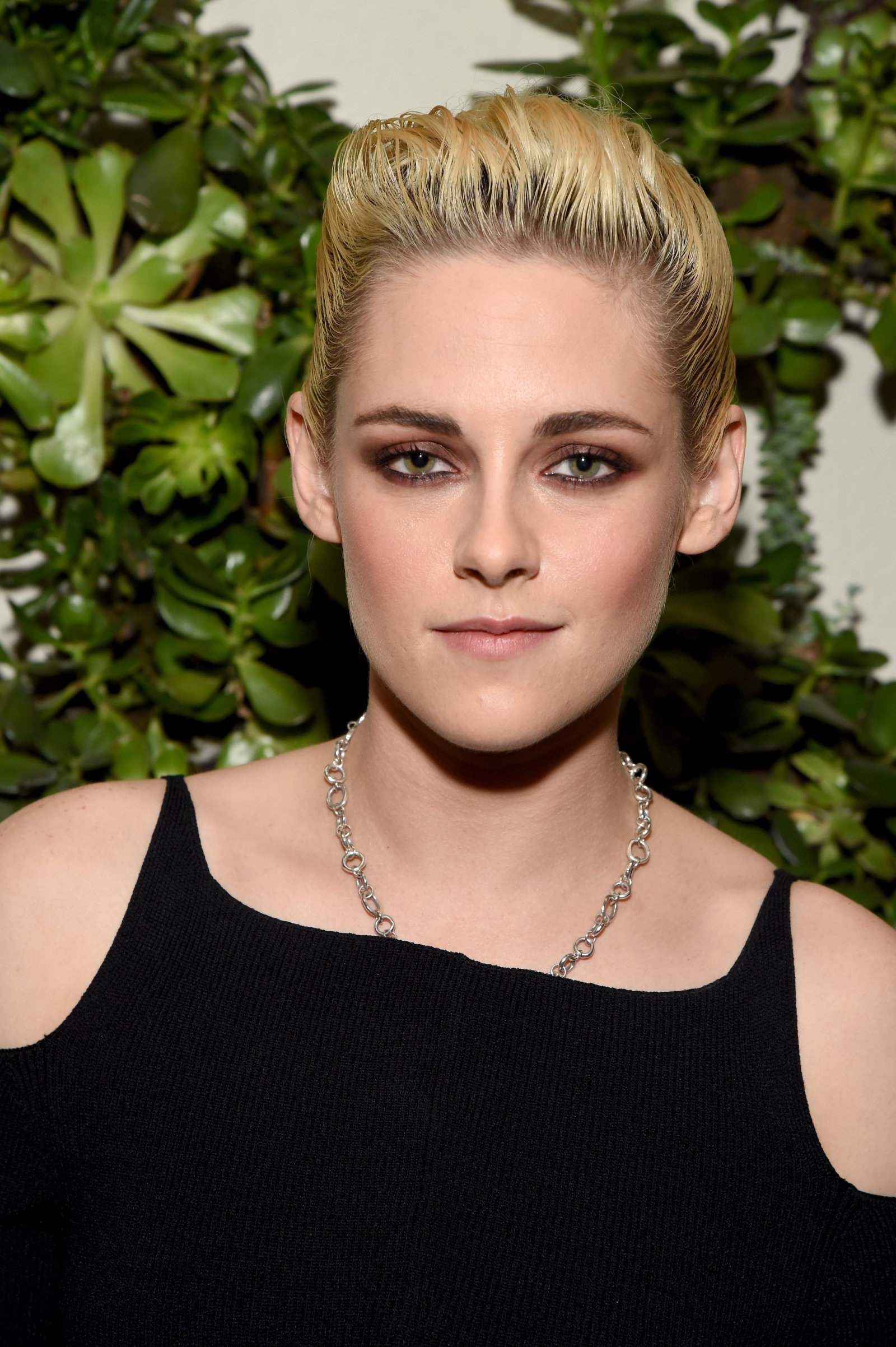 robert pattinson thinks kristen stewart pulled off 'sexy' moves in