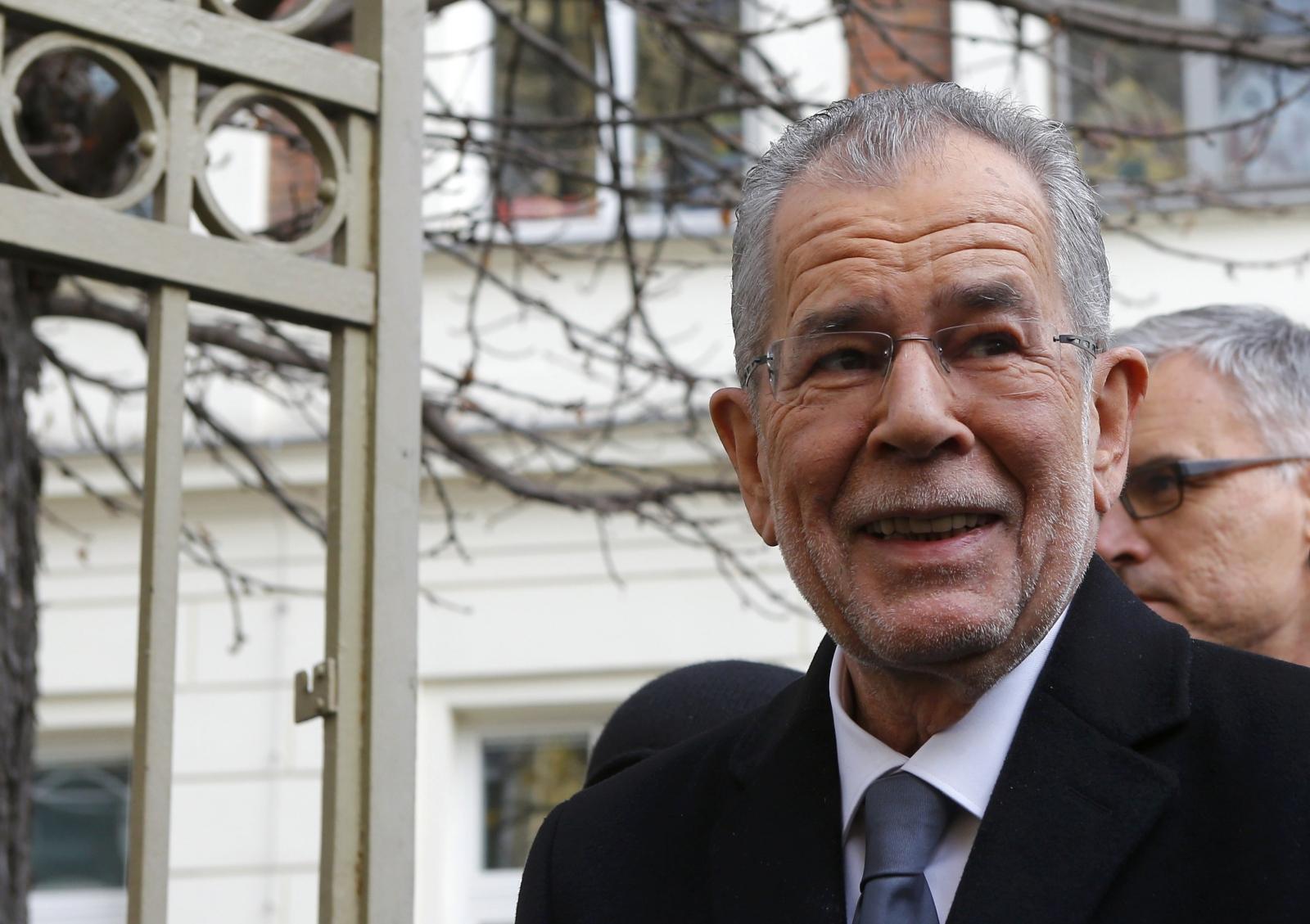 Alexander Van der Bellen takes 'unbeatable lead' in Austria's presidential election