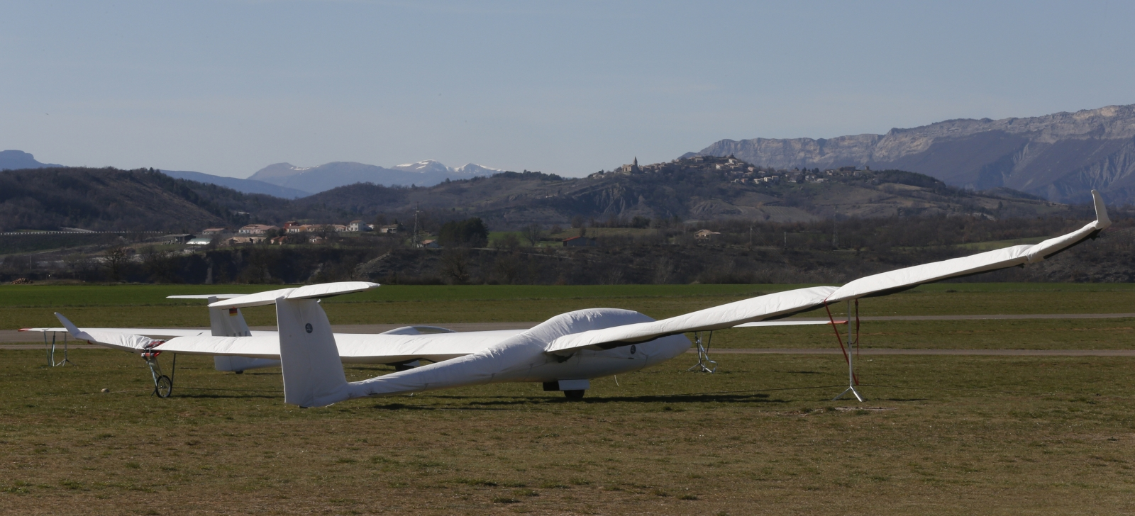 Glider dies after colliding with aircraft