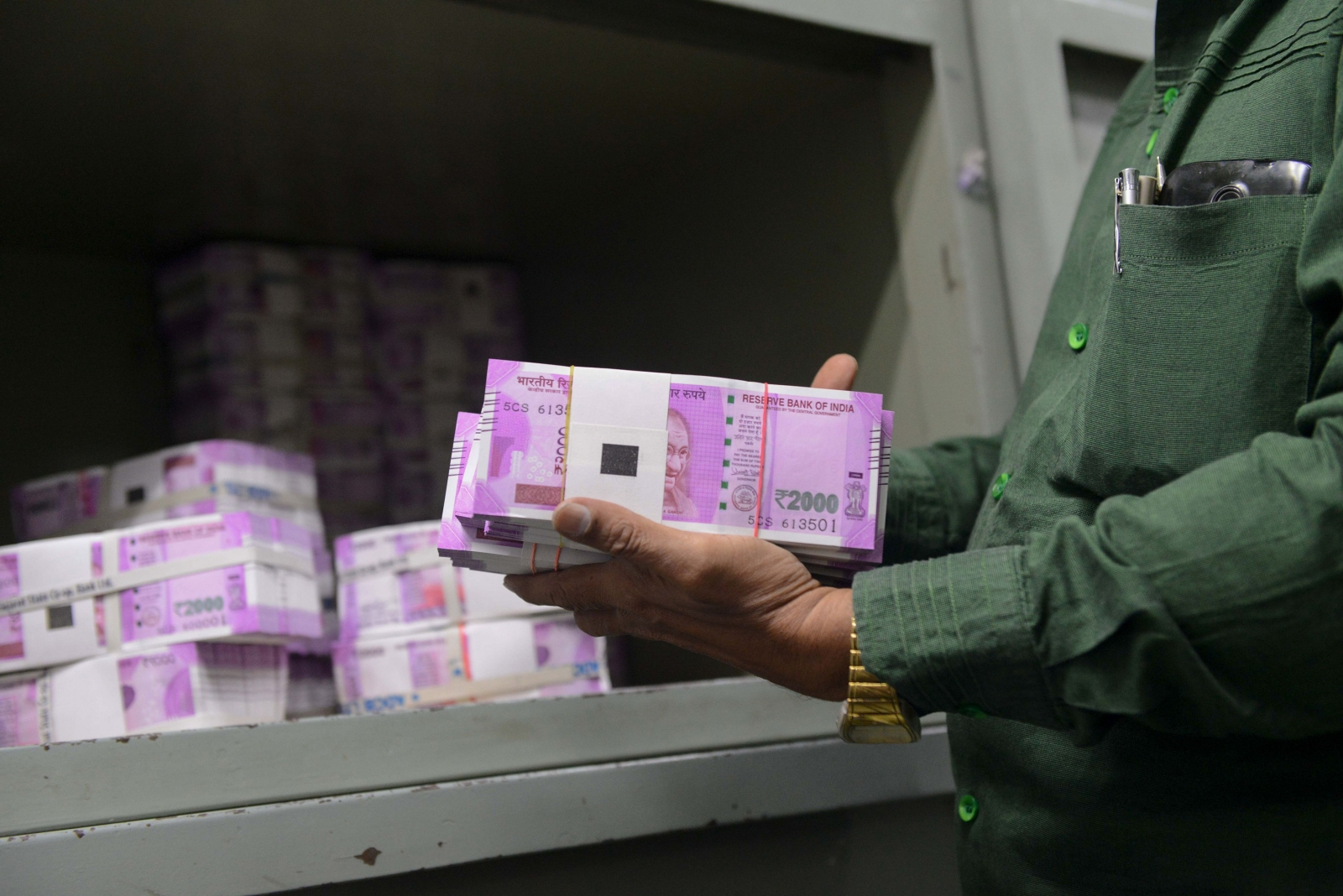 Rs 2000 Indian currency notes