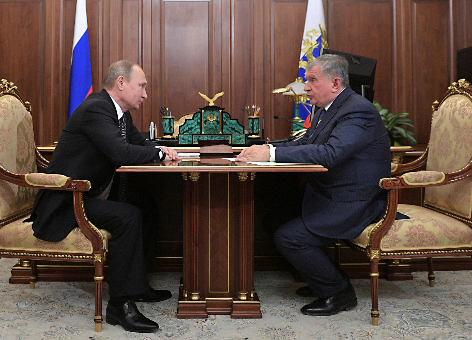 Russia to sell 19.5% stake in Rosneft to Glencore and Qatar Investment Authority for €10.2bn