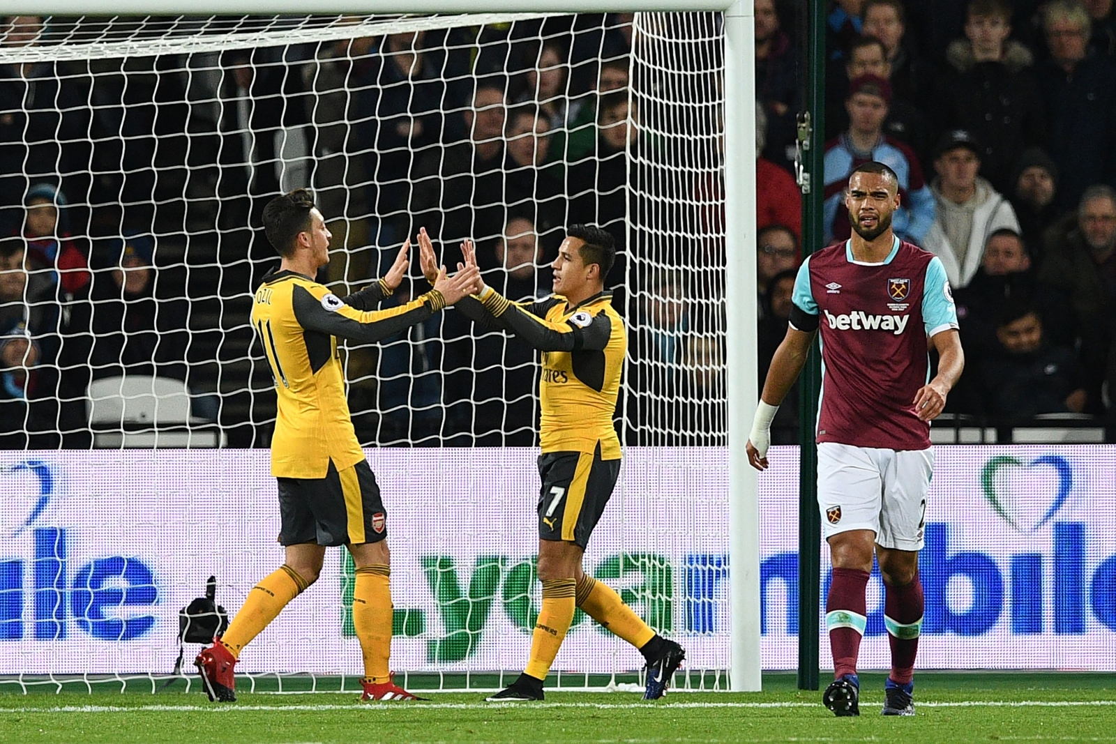 Goal Arsenal's incredible Tuesday streak ended at Everton