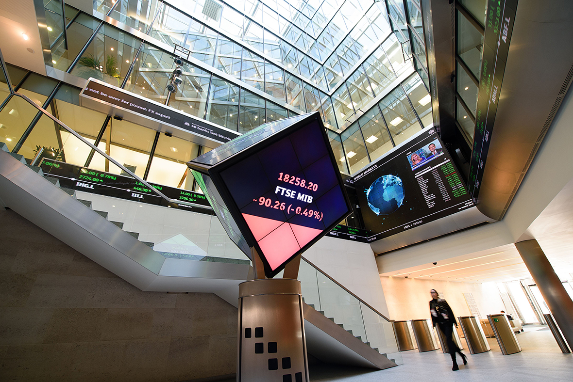 Man falls to death from London Stock Exchange