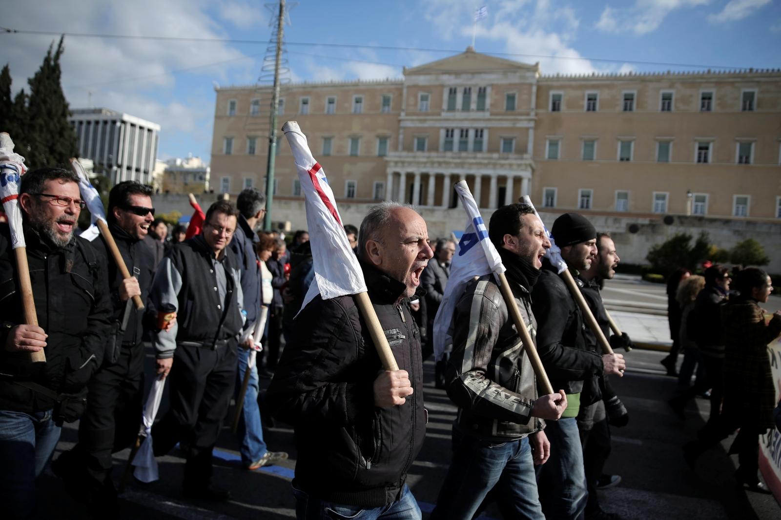 Greeks strike against austerity
