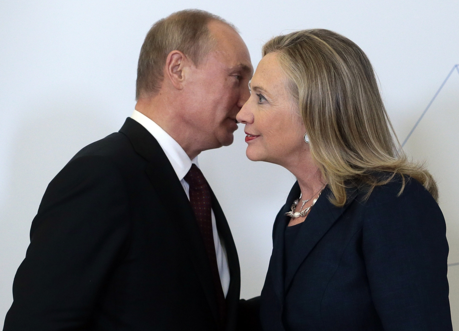 Clinton and Putin at APEC 2012