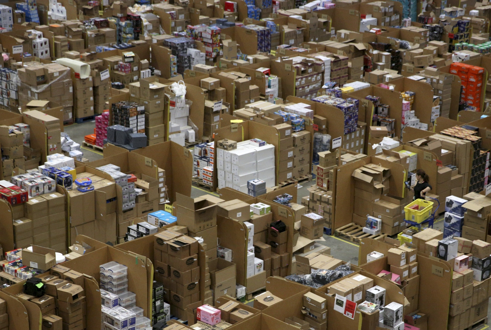 Amazon Scotland warehouse staff face threat of termination for sick leave and missing targets