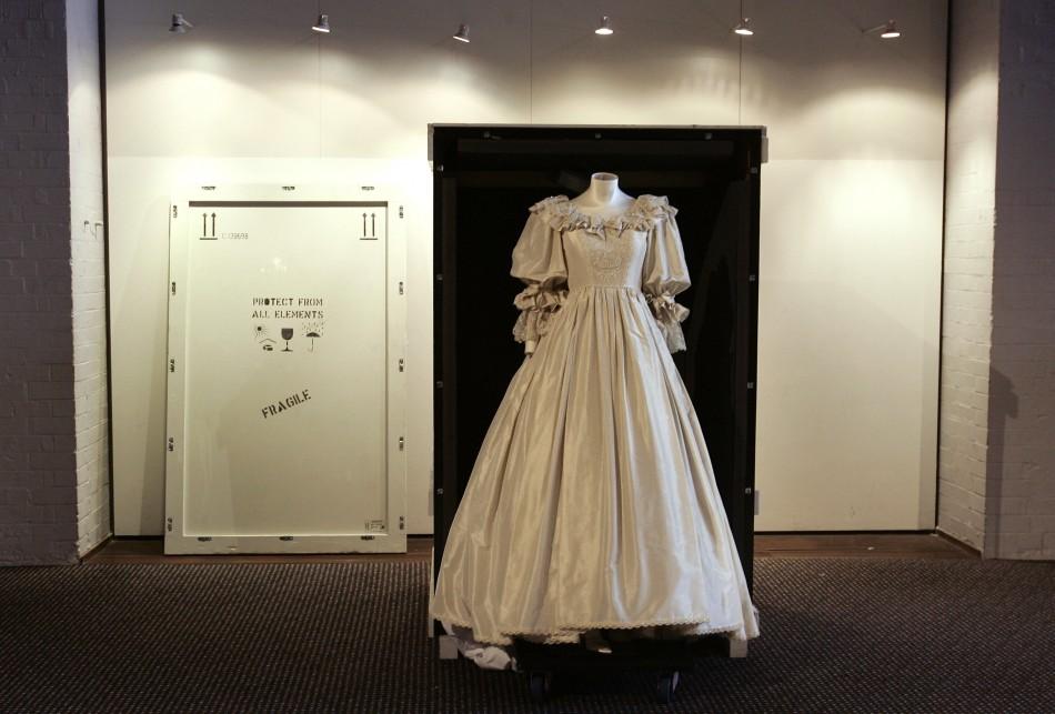 Princess Dianas royal wedding gown