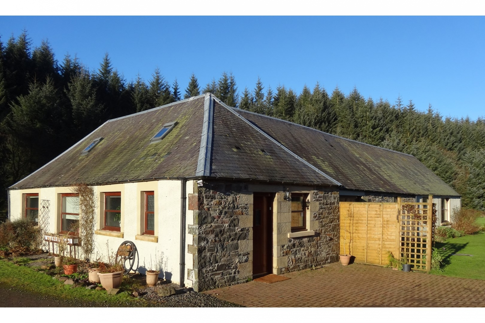 Scotland property hideaway homes for sale on zoopla for Modern house zoopla