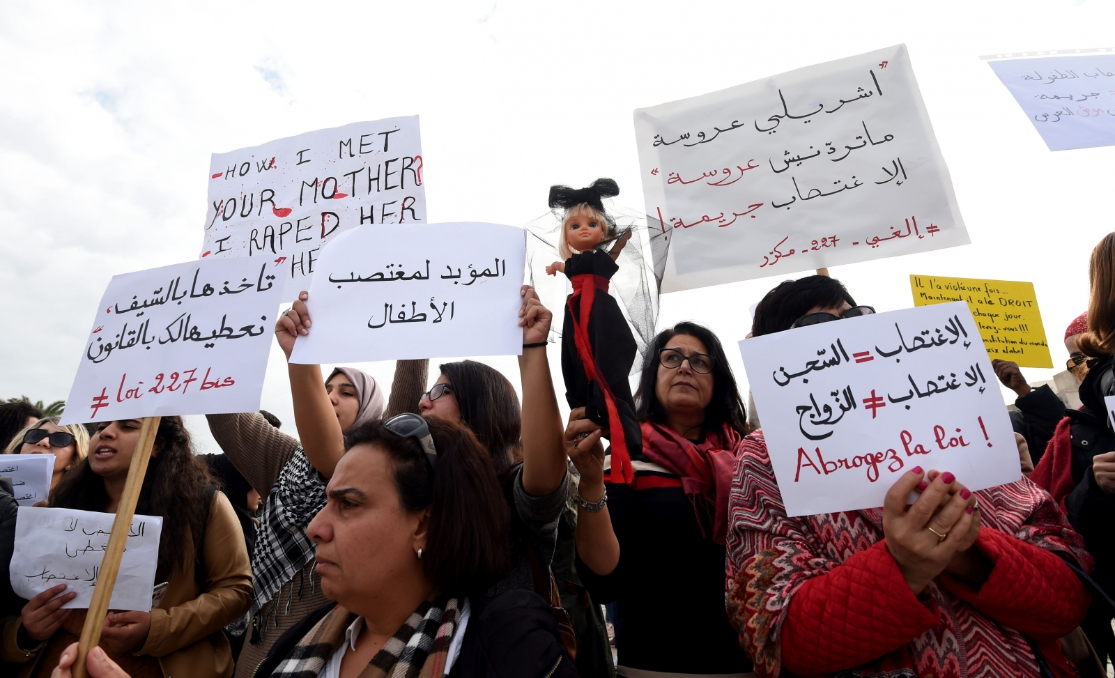 Tunisians protest against Article 227