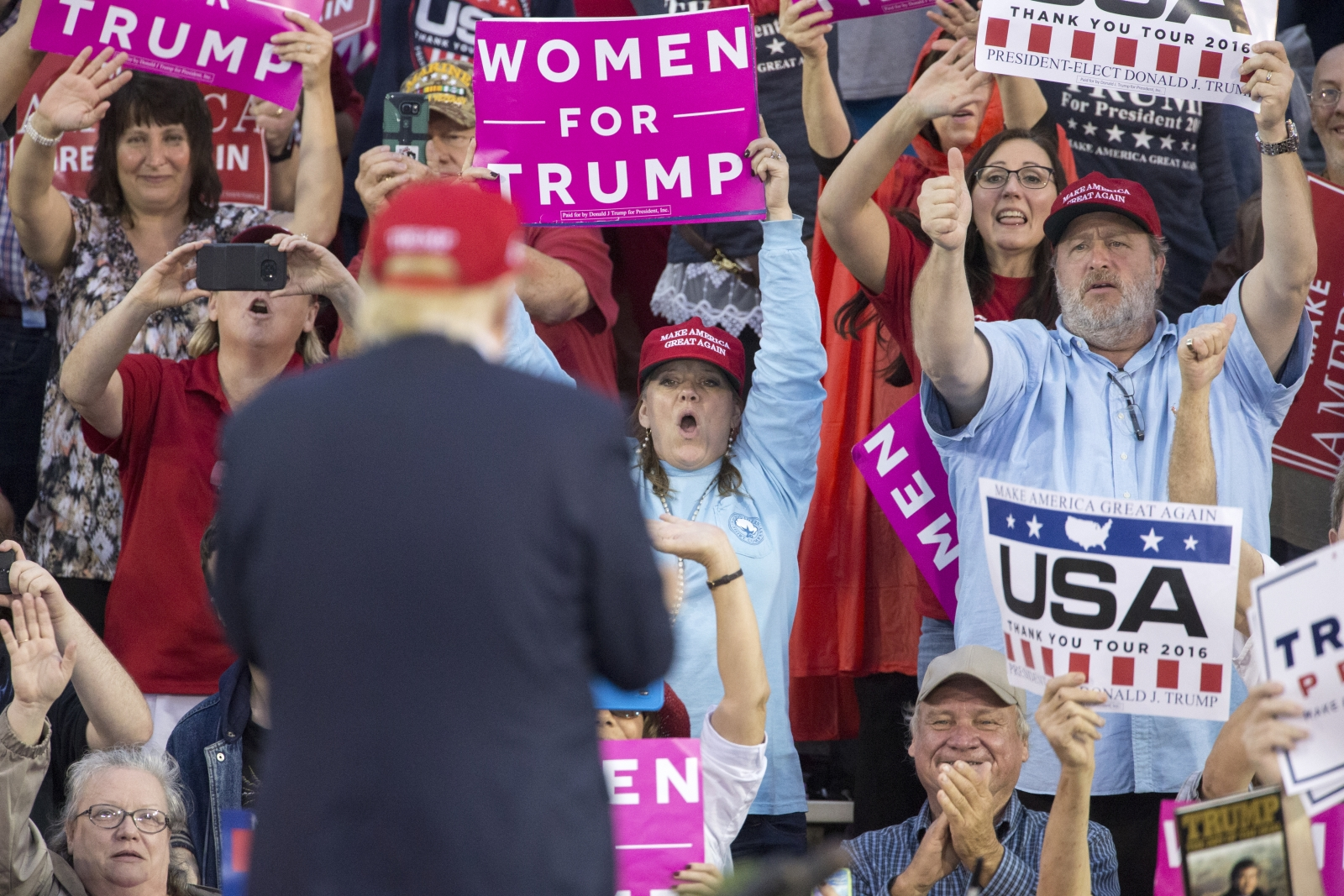 Supporters cheer Trump at Alabama rally