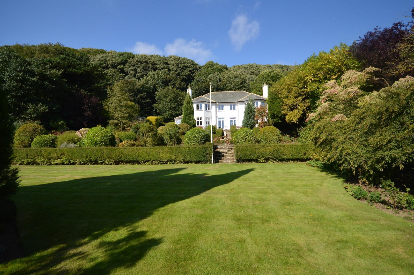 Uk property coastal homes for sale on zoopla for Modern house zoopla