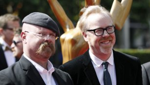 """""""MythBusters"""" hosts Jamie Hyneman (L) and Adam Savage (R) arrive at the 2011 Primetime Creative Arts Emmy Awards in Los Angeles"""